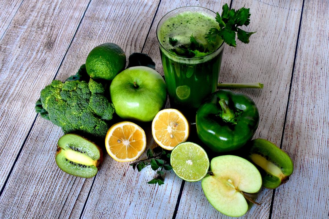 Grüner Saft mit Obst